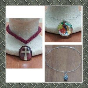 Bundle 3 handcrafted pendants & free necklaces